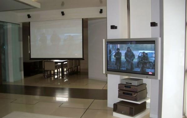 Хибридна Аудио-Видео система в къща