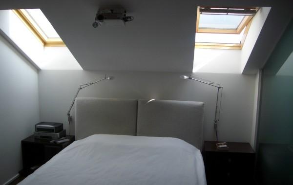 Съраунд система и отделна зона с мултимедиен прожектор
